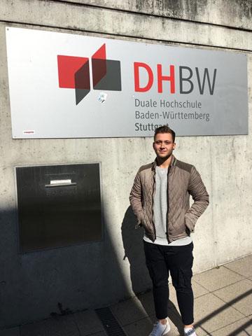 Florian vor der DHBW