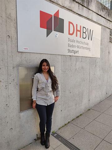 Diana vor der DHBW